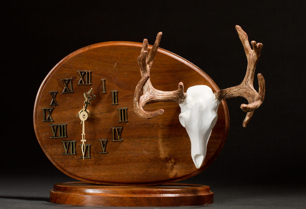 Desk top Non-Typical Mule Deer clock (also available with a Typical Whitetail skull)